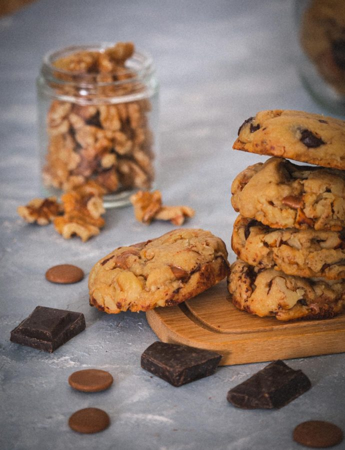 Caramel chocolate chips and nuts cookies