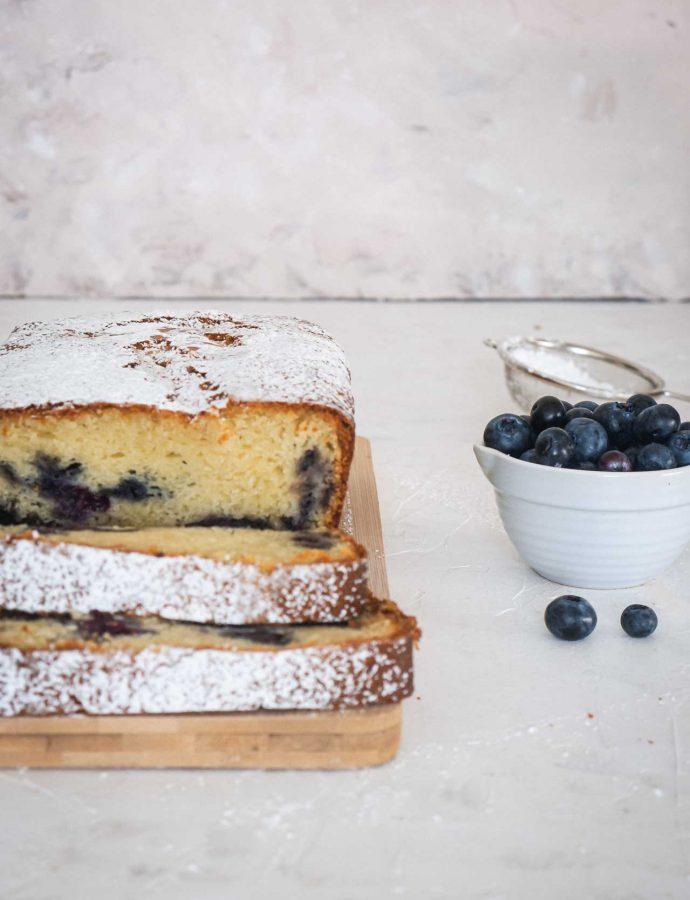 Blueberries & mascarpone cake