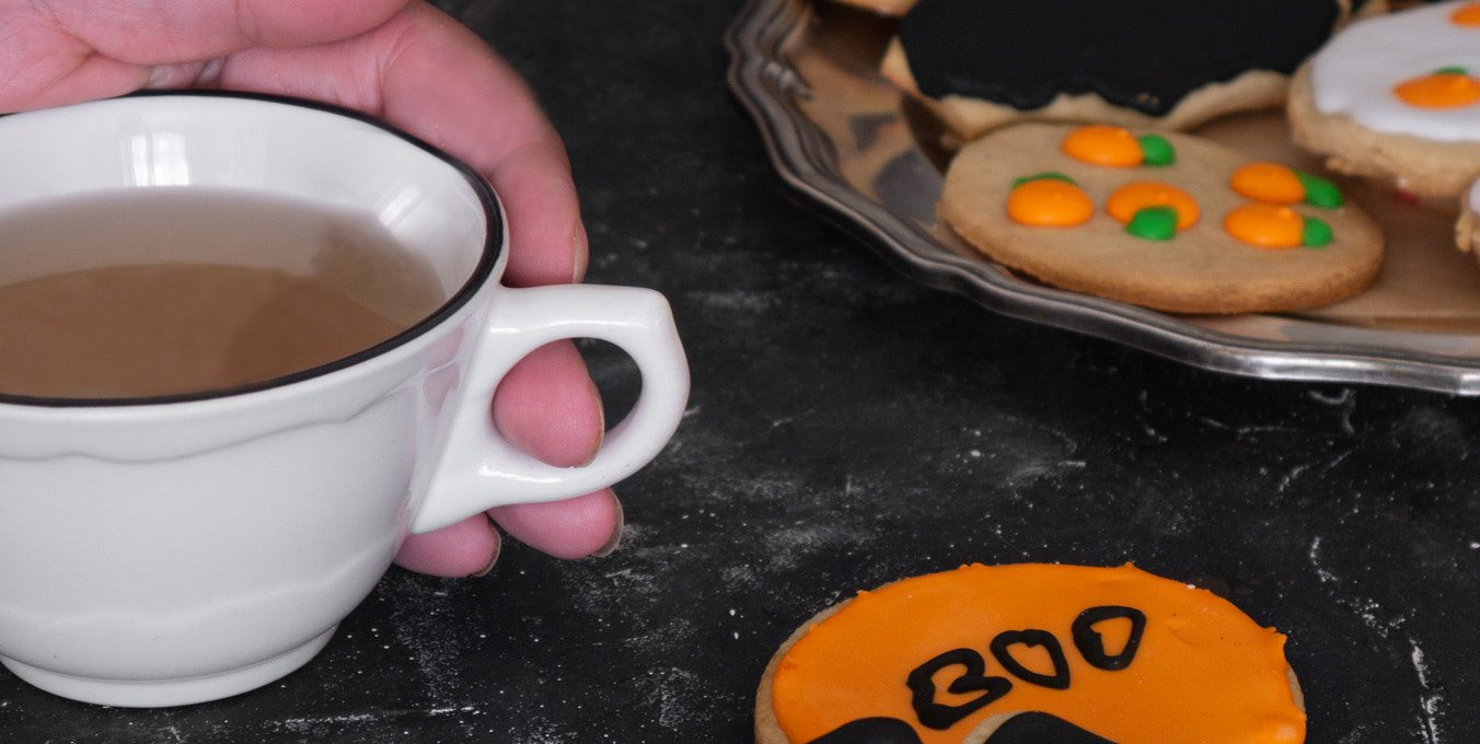 Halloween almond & honey iced cookies
