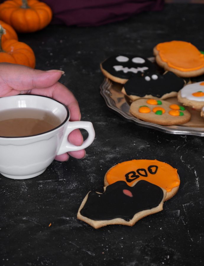 Halloween almond & honey iced cookies