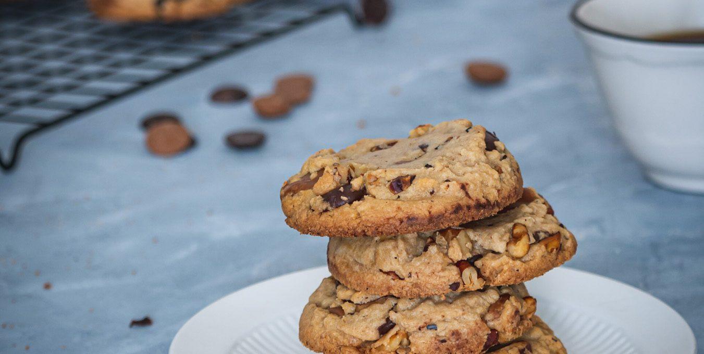 Cookies aux deux chocolats, un peu caramélisés et aux noix
